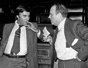 Felipe Gonzalez junto a Manuel_Fraga en 1977