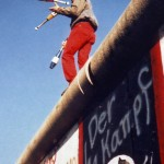 Yann-Forget_Juggling_on_the_Berlin_Wall